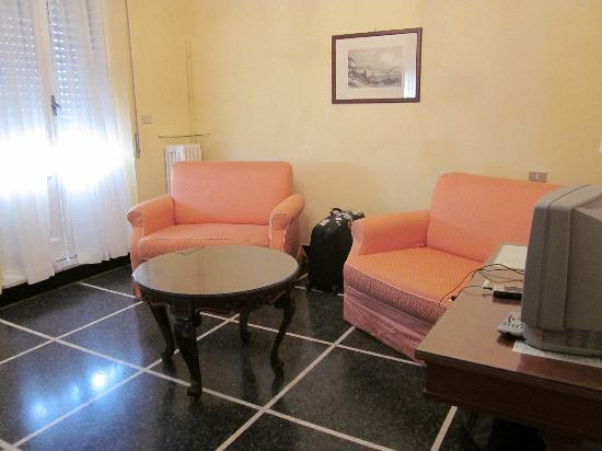 Hotel Aquila & Reale : Sitting room of suite