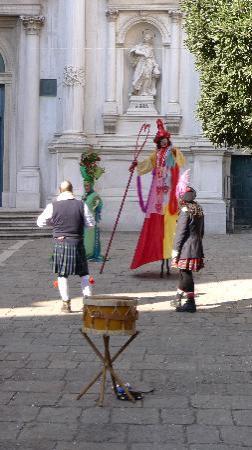 Scuola Grande di San Rocco : Performers in front of Chiesa San Rocco