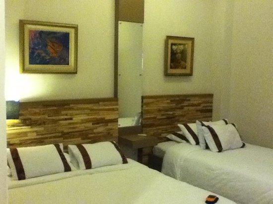 Mawar Asri Hotel: family suite no.106