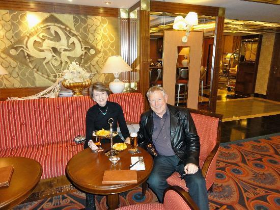 Art Deco Hotel Imperial: Imperial bar - arrival in Prague