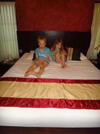 Puri Sading Hotel: Bed