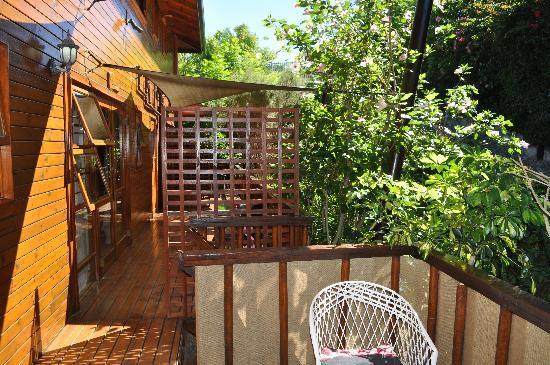 9 on Heron Knysna Bed & Breakfast: terrasse très agréable pour l'apéro ou le thé