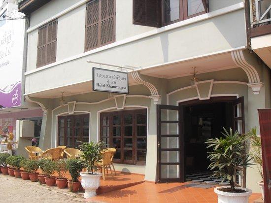 Hotel Khamvongsa: Hotel Front