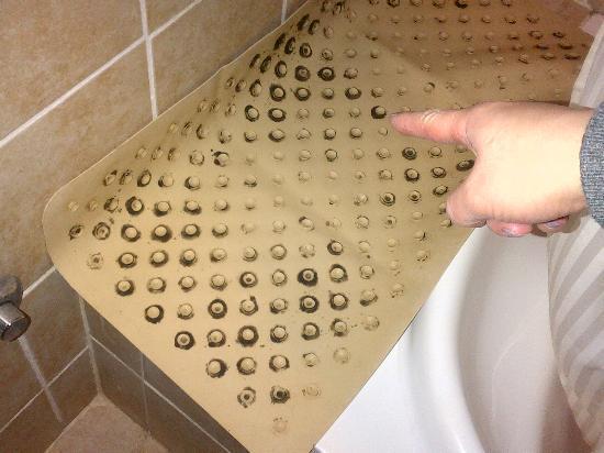 Faraya Village Club: What about a shower....
