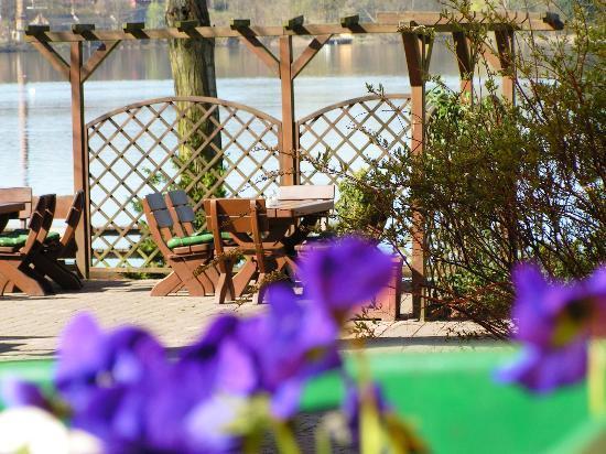 Hotel & Restaurant Haus am see: Restaurant mit Ausblick
