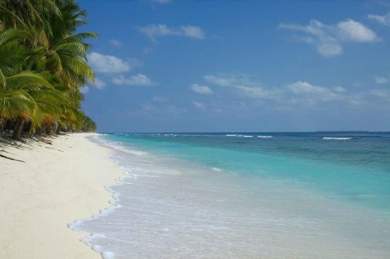 Lakshadweep Homestay Kasim K: East side beach