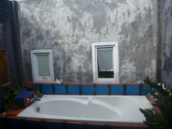 Sea Breeze Resort: Outdoor bath tub