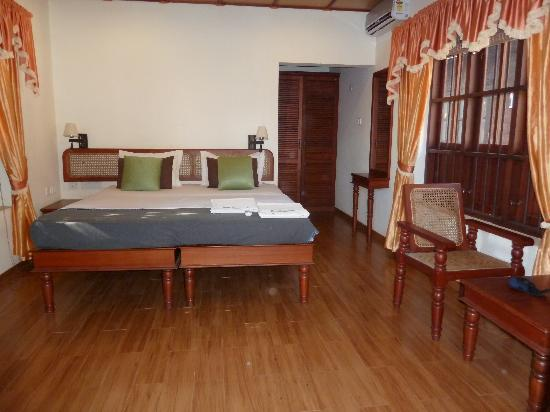 Rajadhani Fifth Season Beach Resort: bedroom