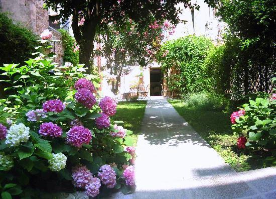 3749 Ponte Chiodo: privare garden