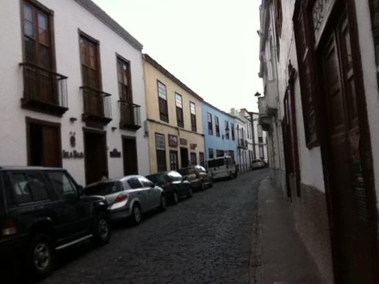 Isla Baja Suites: streetroad picture.