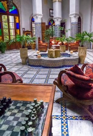 Ryad Mabrouka: Courtyard