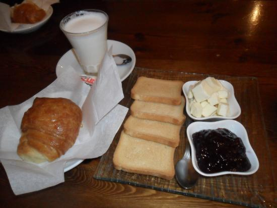 Retrome Rome: Breakfast....traditional Italian 'the only downside'