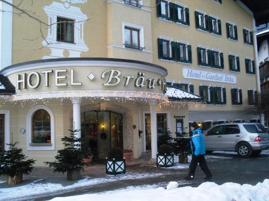 Hotel-Restaurant  Brau: The entrance of the hotel