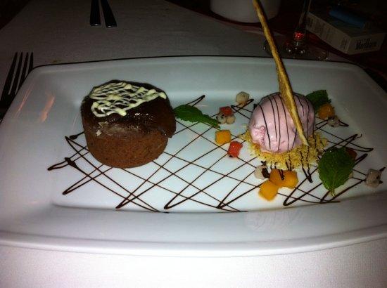 The Pepper Tree Restaurant: tortino al cioccolato e gelato alla fragola