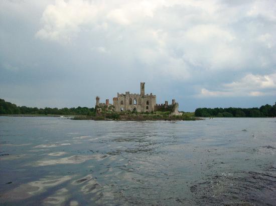 Boyle, Irlandia: McDermott Castle Island