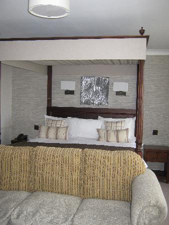 warren massage hotel room