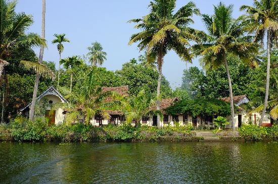Pooppallys Heritage Home: view from the river