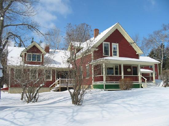 Pleasant Street Inn Bed & Breakfast: Winter house