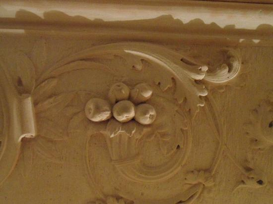 Hotel Gargallo: Detail of the Stone Carving above one of the doors