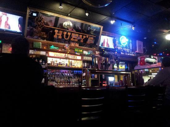 Huey's Midtown: Scene of the bar