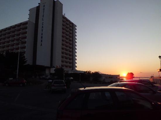 Cavanna Hotel: Anochecer en la plaza Cavanna