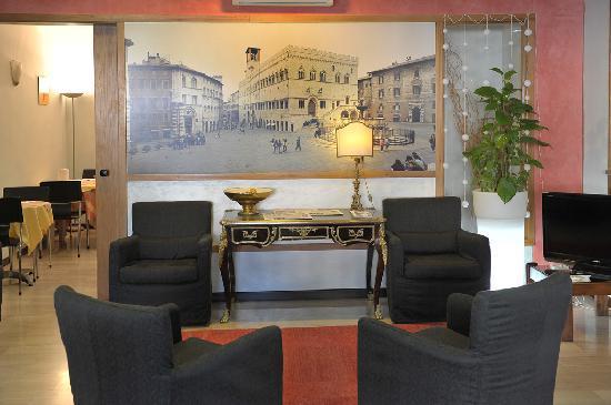 Astor Hotel: hall