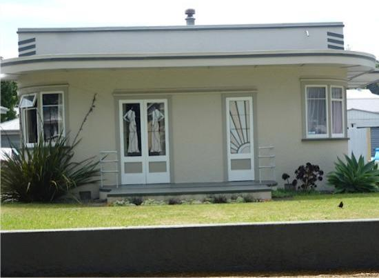 Hawkes Bay Scenic Tours Ltd: Art Deco House Example