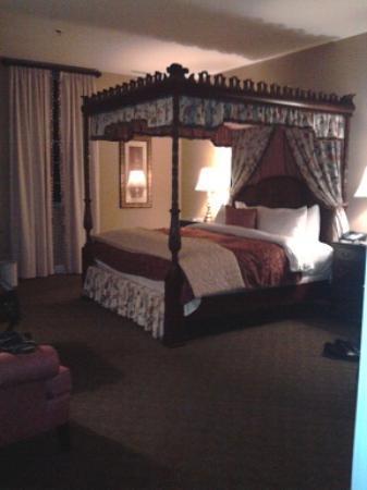 The Delafield Hotel: Honeymoon Suite