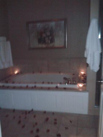 The Delafield Hotel: Part of our Romance package--candles and rose petals. Wonderful!!!