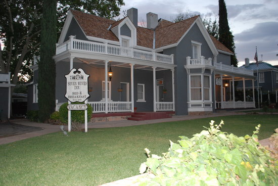 Seven Wives Inn Main House