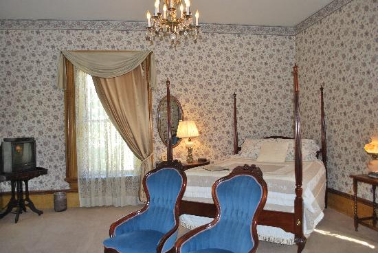 Seven Wives Inn: Melissa Honeymoon Suite