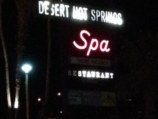 Desert Hot Springs Spa Hotel: They can't even be bothered to change the lightbulbs on their main sign!