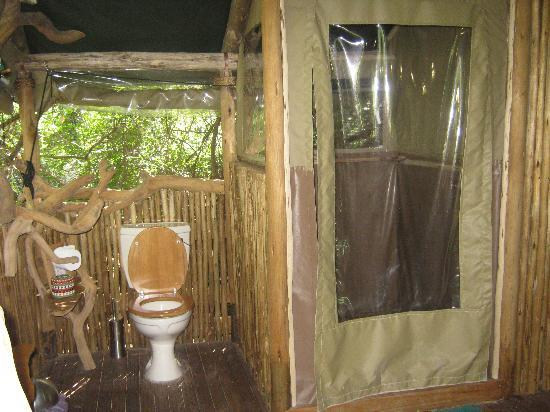 Sibuya Game Reserve & Tented Camp: Shower and toilet at Forest Camp
