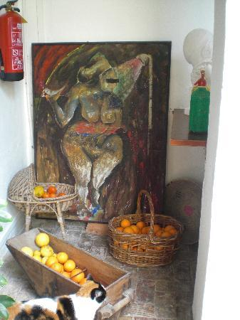 Art Boutique Hotel Chamarel : The art and the nice cat, Goldy