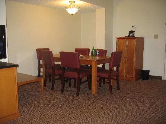 La Quinta Inn & Suites: Dining area