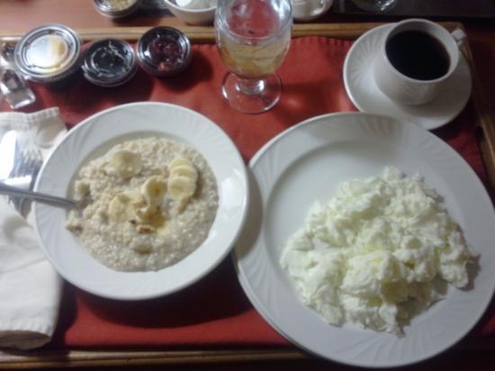 راديسون كونفرنس سنتر جرين باي: Room service breakfast :)