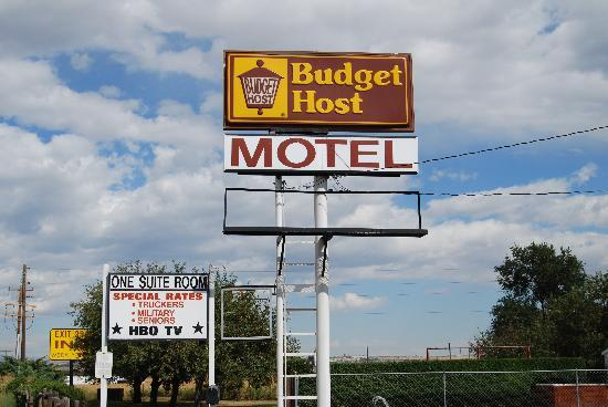 Budget Host Exit 254 Inn: Sign Area