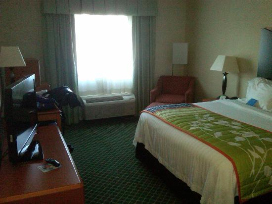 Fairfield Inn & Suites Hickory: bedroom 326