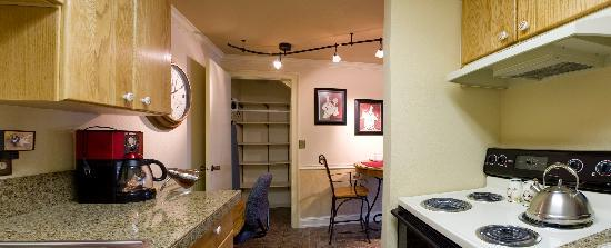 Bond Hotel & Extended Stay: Full Kitchens - Utensils and all