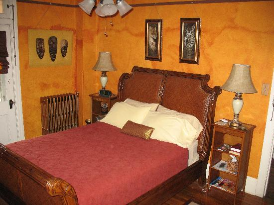 Burgundy Lane Bed & Breakfast : The Out of Africa Room