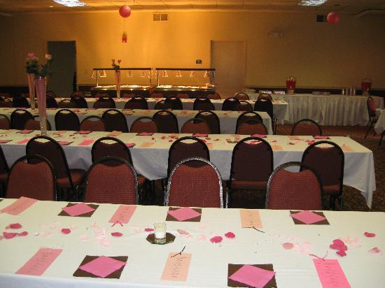 Comfort Inn Millennium: Parties for 300 people.