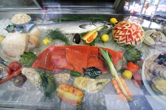 Ocean Bleu at Gino's Fish Market and Cafe: Fresh Salmon fillet in our market.