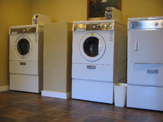 Rodeway Inn East: Laundry