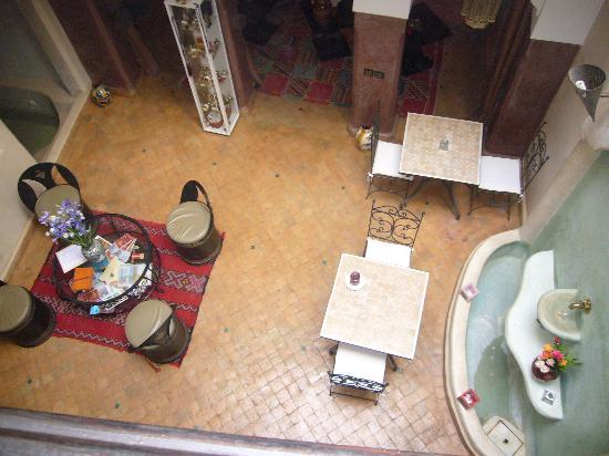 Riad Mboja: sala pranzo al piano terra