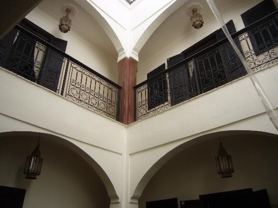 Riad Mboja: l'interno