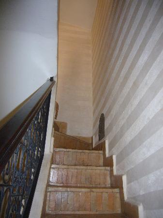 Riad Mboja: le scale