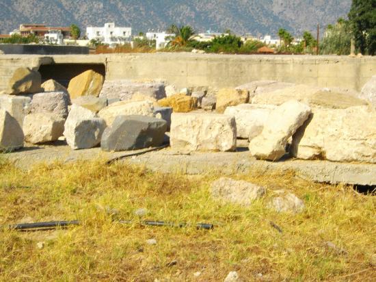 kardamena, resti in rovina dell'antica Alasarna