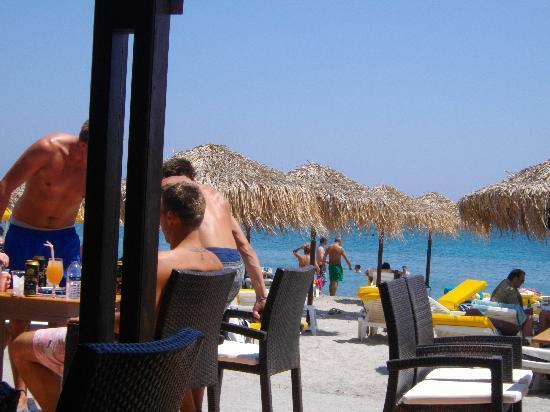 Kardamena, scorcio della spiaggia da un beach bar