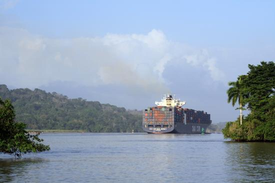 Barro Colorado Island: Nave in transito nel canale