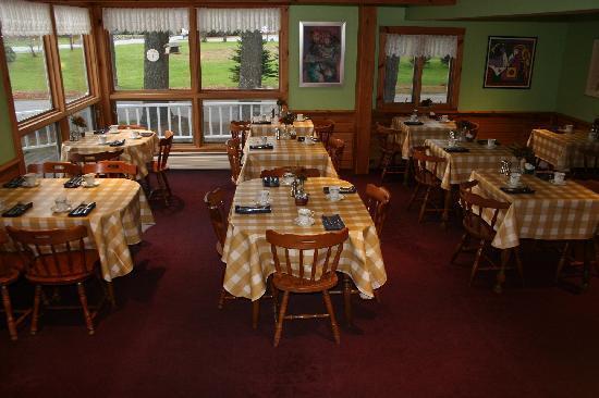 The Arbor Inn: Breakfast area
